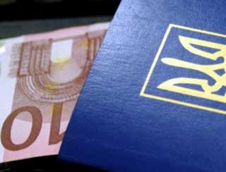 Нацбанк вернул продажу украинцам валюты по паспорту