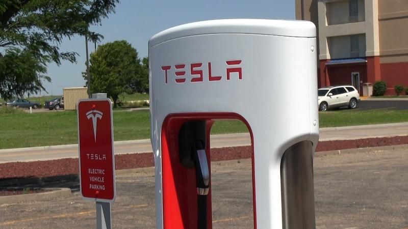 tesla-supercharger-524-951