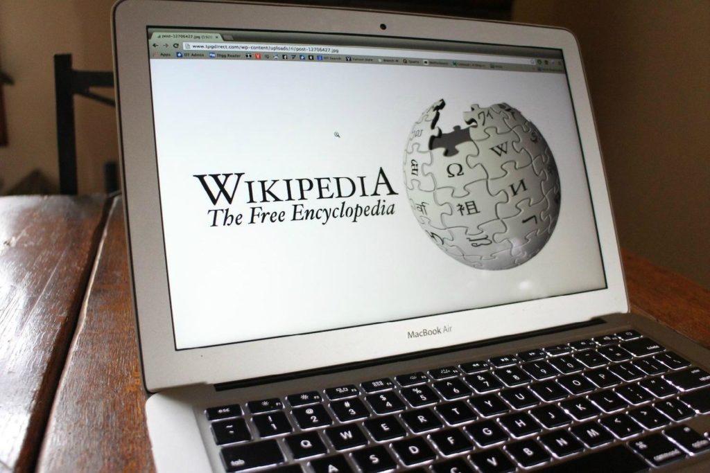 «Википедия» объявляет войну против фейков. Запустят специальный портал