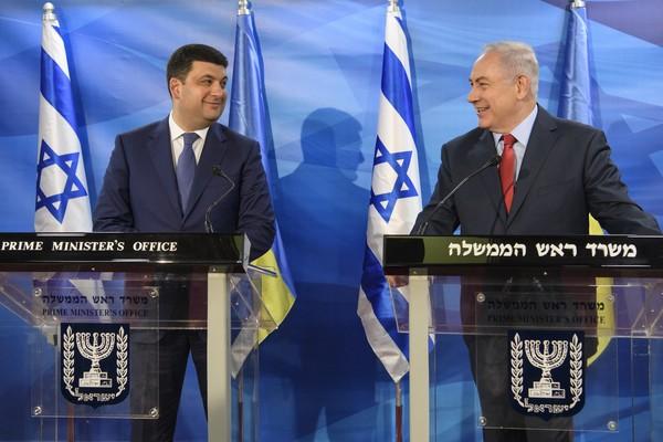 Гройсман будет платить пенсии землякам, уехавшим в Израиль