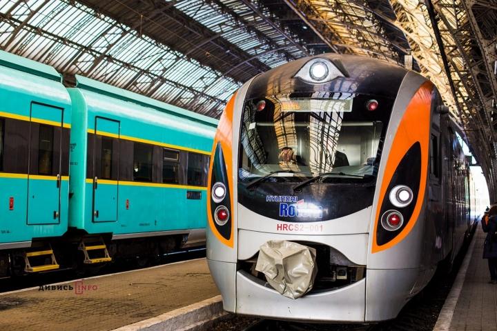 «Укрзализныця» начала тестировать электронный билет на поезд Киев-Перемышль